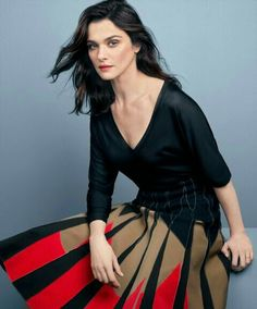 Oscar winner Rachel Weisz puts it all on the line in the December/January issue of More magazine, which also features her on the cover! In her candid interview, Weisz opened up about aging and about her marriage to Daniel Craig, who has made a big name… Westminster, Daniel Craig, Rachel Weiss, Fashion Models, Fashion Beauty, Women's Fashion, Dramatic Classic, Female Poses, Hollywood Actor