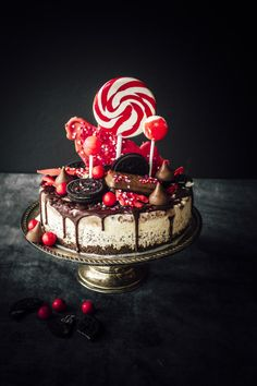 I love the design on this cake. It reminds me of a Christmas-y Katherine Sabbath creations! Ice Cream Lolly Cake