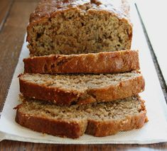 Banana Protein Bread (High Protein, Low GI, Wheat Free, Sugar Free) Growing up one of my favorite things about Christmas time was the Banana bread my mother always made. Now I get to give out banana bread to my friends the way she did and not feel so guil Low Gi Snacks, Low Gi Foods, High Protein Snacks, High Protein Low Carb, High Protein Recipes, Protein Foods, Low Carb Recipes, Healthy Snacks, Snack Recipes