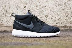 buy online cb9e0 e81fe Nike Roshe Run Mid Black White. Nike Skor ...