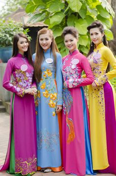 Top 20 Vietnamese Busty Girls Boobs in Traditional Dress Vietnamese Traditional Dress, Vietnamese Dress, Traditional Dresses, Ao Dai, Asian Fashion, Girl Fashion, Womens Fashion, Asian Woman, Asian Girl