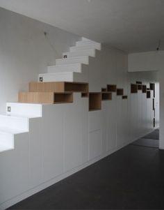 parede por cima das escadas