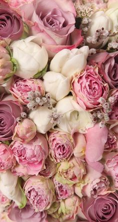 Excellent bouquet combination. Pink roses and peonies.