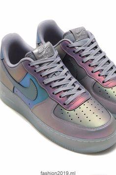 quality design 04b65 cc4c9 Steigern Sie Ihren Street Style mit den farbverändernden irisierenden Nike  Air Force 1s,  farbverandernden