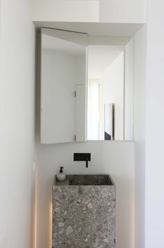 // solitär terrazzo sink for a cool chic minimal bathroom Minimal Bathroom, Modern Bathroom Design, Bathroom Interior Design, Bath Design, Modern Design, Bathroom Spa, Bathroom Toilets, Small Bathroom, Washroom