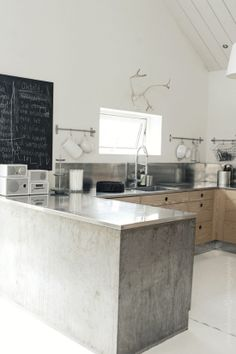 this might possibly be my favorite kitchen ever.
