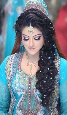 :) Pakistani Bridal Hairstyles, Bridal Hairstyle Indian Wedding, Pakistani Bridal Makeup, Indian Bridal Lehenga, Pakistani Wedding Dresses, Bride Hairstyles, Bridal Dresses, Covet Fashion, Indiana