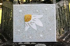 Daisy with circles. Nikki Inc Mosaics Mosaic Crafts, Mosaic Art, Fused Glass, Stained Glass, Mosaic Patterns, Mosaic Ideas, Mosaic Flowers, Mosaic Garden, New Words