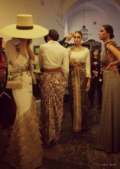 Spanish style – Mediterranean Home Decor Fashion Line, Runway Fashion, Fashion Models, High Fashion, Spanish Style Decor, Egyptian Women, Spanish Fashion, Queen Fashion, Fashion Gallery