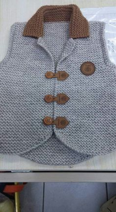 Crochet baby boy vest Ideas for 2019 Baby Knitting Patterns, Baby Boy Knitting, Knitting For Kids, Knitting Designs, Cardigan Bebe, Baby Cardigan, Baby Boy Vest, Baby Boys, Crochet Baby