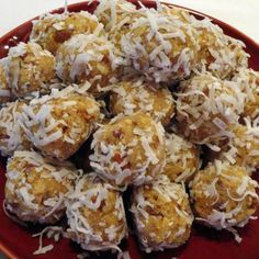 no bake Orange Blossom Balls w vanilla wafers, orange juice concentrate and nuts Pinch Recipe, Recipe Mom, Recipe Ideas, Balls Recipe, Orange Blossom, Bon Appetit, Delicious Desserts, Food And Drink, Cooking Recipes