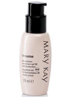 La Solución de Día TimeWise® con FPS 30 Protección Alta ayuda a prevenir la pigmentación desigual y la aparición de finas líneas de expresión, bloqueando los dañinos rayos UVA/UVB.