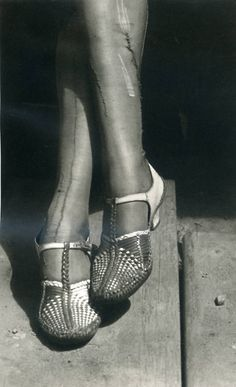 Dorothea Lange A sign of times - Depression - Mended Stockings b7473461a0254