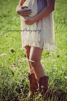 im not prego but think this is adorable Country Maternity Photography Ideas.future glimpse of me as a baby mama. pretty sure my baby's first pair of shoes will be lil cowgirl/cowboy boots Maternity Poses, Maternity Pictures, Baby Pictures, Baby Photos, Sibling Poses, Family Pictures, Maternity Dresses, Country Maternity Photography, Newborn Photography