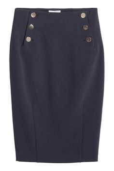 Falda de tubo: Falda de tubo de tela con botones de metal en la parte superior. Abertura detrás. Sin forrar.