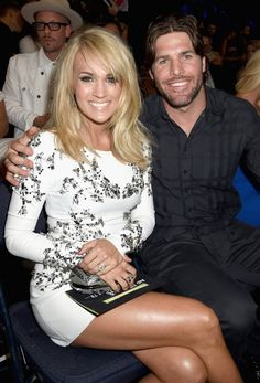 Carrie Underwood Legs, Carrie Underwood Photos, Carie Underwood, Cmt Music Awards, Billboard Music, Blond, John David, Celebrity Couples, Celebrity News