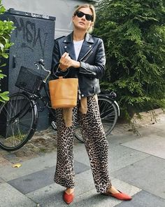 24 Excellent Outfit Ideas to Copy From Copenhagen's Coolest Street Stylers - 24 Excellent Outfit Ideas to Copy From Copenhagen's Coolest Street Stylers Street Style From Copenhagen Fashion Week 2017 Fashion Me Now, Fashion Mode, Look Fashion, Autumn Fashion, Fashion Outfits, Fashion Tips, Fashion Trends, Womens Fashion, Ladies Fashion