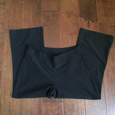 Nike Black Dri Fit Capris Nike Fit Dri Black Capris  Color: Black  Nike Logo is on the bottom right leg  Condition: Good condition, just has lint Medium: 8-10  Open to Offers  ❌No Trades❌ ❗️Please ask me if you want me to lower the price to get $1.99 Shipping❗️ Nike Pants Capris