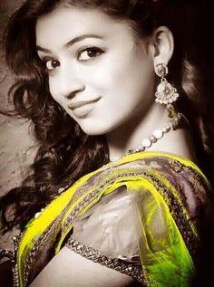 Nazriya Nazim Beautiful Celebrities, Beautiful Women, Nazriya Nazim, Malayalam Actress, Cute Actors, Photo Wallpaper, Mobile Wallpaper, Cute Faces, Hd Photos