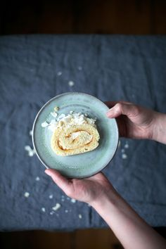 Our Food Stories // glutenfree macadamia - ginger - apricot swiss roll with coconut flakes