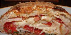 Como vocês sempre me cobram receitas de pizzas, eu trago hoje uma das minhas preferidas paras se fazer em casa. Receita de Pizza Enrolada. Pan Bread, Calzone, Chocolate, Burritos, Enchiladas, Deli, Lasagna, Pancakes, Sandwiches