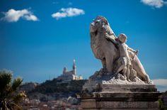 Le lion et l'enfant, Gare St Charles. Marseille en images - Syndicat d'Initiative Marseille Tourisme