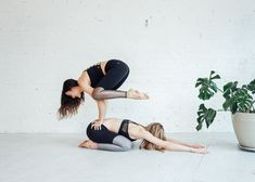 Yoga-Get Your Sexiest Body Ever Without - juja-active-partner-yoga-flow - Get your sexiest body ever without,crunches,cardio,or ever setting foot in a gym Bikram Yoga, Ashtanga Yoga, Foto Sport, Yoga Nature, Partner Yoga Poses, Yoga Moves, Yoga Exercises, Types Of Yoga, Yoga Photography