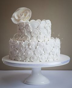 I'm pretty sure if I saw this in person I'd try to touch #wedding #cake #wedding_cake