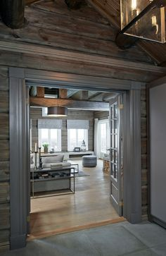Rustic DIY cabin decorations that look spacious are the popular choice for many people. If you live in a small house, you can make your home look spacious by using rustic cabin decors. Diy Cabin, Rustic Cabin Decor, Chalet Interior, Interior Design Living Room, Cabin Homes, Log Homes, Log Home Decorating, Diy Home Decor, Estilo Country