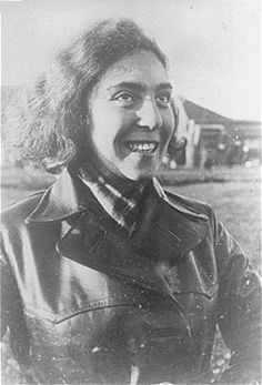 Tosia Altman member of the Jewish underground who smuggled weapons and explosives into the Warsaw ghetto. Nazi Propaganda, Great Women, Amazing Women, Warsaw Ghetto Uprising, Badass Women, Women In History, World War Two, Historical Photos, Wwii