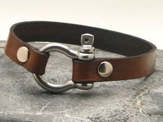 Men's leather bracelet Brown leather cuff men's bracelet with silver plated horseshoe clasp
