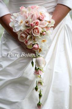 pastel-teardrop-wedding-bouquet