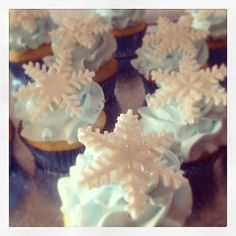 frozen themed birthday party | Frozen theme birthday party. #cupcakes #dessert #sweets #frozen # ...