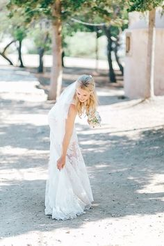 Fresh, beautiful and simply stunning in her wedding gown! Laura, thank you for making our day shine!🌟   #weddingdetails #beautifulbride