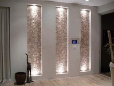 Tall recessed wall niche with stone accent and lighting in entryway Décor Niche, Niche Decor, Wall Decor, Niche Design, Wall Design, House Design, Design Design, Modern Design, Design Ideas