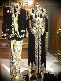 Kebaya Bludru by Delmora Rumah Kebaya Yogyakarta... Javanese Wedding, Indonesian Wedding, Kebaya Lace, Kebaya Dress, Model Kebaya, Wedding Costumes, Marie, Wedding Dresses, Kebaya Wedding