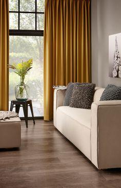 Door te spelen met kleur kun je een kamer groter, lichter of knusser doen lijken. #gordijnen #raamdecoratie #woonkamer #kleur #wonen #kwantum #interieur