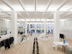 Der Concept Store von Andreas Murkudis steht für Zeitgeist und Stilsicherheit. Neben aktueller Fashion gibt es Möbel, Bücher, Kosmetik und andere erstrebenswerte Dinge.