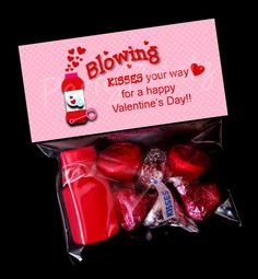 Printable Treat Bag Toppers - Blowing Kisses for Valentine's Day Funny Valentine, Roses Valentine, Kinder Valentines, Valentines Day Treats, Valentine Day Crafts, Valentine Gifts For Teachers, Valentines Fundraiser Ideas, Printable Valentine, Homemade Valentines