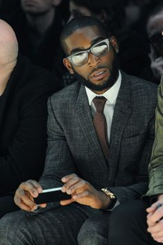 Tinie Tempah Photos Photos: Burberry Prorsum: Front Row – Milan Fashion Week Menswear Autumn/Winter 2013 – Fallon Havens - LessBo Ideas Gentleman Mode, Gentleman Style, Dapper Gentleman, Suit Up, Suit And Tie, Sharp Dressed Man, Well Dressed Men, Best Mens Fashion, Star Fashion