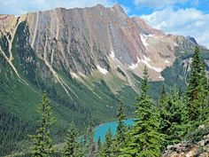 Paget Lookout is an outstanding short day hike in Yoho National Park, BC, Canada #hiking