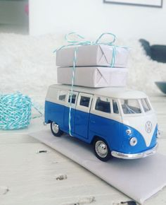 VW Bulli l make money gifts for the wedding itself l crafting l pack with love l money gift Diy Party Gifts, Creative Gifts, Great Gifts, Wedding Gifts For Couples, Travel Gifts, Amazing Cars, Couple Gifts, Diy And Crafts, How To Make Money