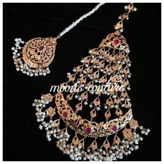 Kindly DM or whatsapp us at 0044 7564900363 for pricing & order. Pakistani Jewelry, Indian Wedding Jewelry, Bridal Jewelry, Headpiece Jewelry, Head Jewelry, Hyderabadi Jewelry, Rajputi Jewellery, India Jewelry, Tika Jewelry