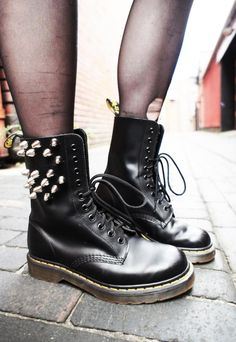 Studded Dr Martens Boots - http://ninjacosmico.com/9-fashion-tips-pastel-grunge/