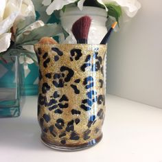 Leopard Makeup Brush Holder is sure to keep your brushes looking stylish! Glitter sealed, with black leopard markings. Choose your own glitter color. Would make great Christmas gifts, for Birthday& Weddings, Bridal Showers, Bachelorette Parties and more! Diy Makeup Gift Box, Makeup Brush Holders, Cute Makeup, Best Makeup Brushes, Best Makeup Products, Makeup Storage, Makeup Organization, Leopard Makeup, Gold Makeup
