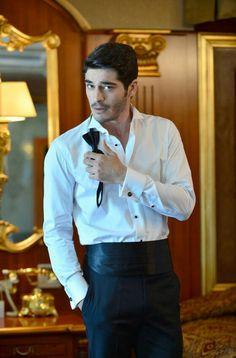 Turkish People, Turkish Actors, The Americans Tv Show, Murat And Hayat Pics, Engagement Mehndi Designs, Cute Love Stories, Turkish Beauty, Up Girl, Fashion Company