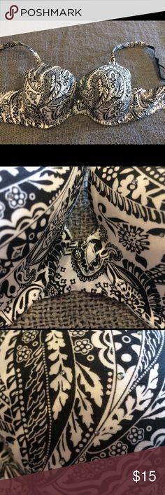 Victoria Secret Bra Victoria secret Bra. Like new nice print with small diamonds on the bra. Gently used. Great support and comfort. PINK Victoria's Secret Intimates & Sleepwear Bras