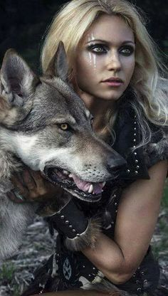 Fortuna and the werewolf she saves.) Fortuna and the werewolf she saves. Warrior Princess, Warrior Girl, Warrior Women, Viking Warrior Woman, Viking Life, Fantasy Women, Fantasy Girl, Dark Fantasy, Fantasy Photography