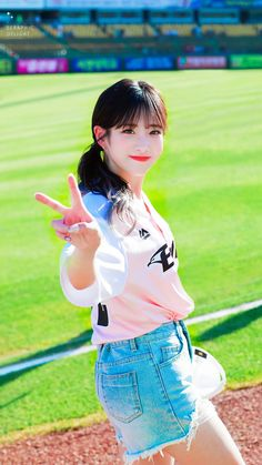 (9) Twitter South Korean Girls, Korean Girl Groups, Seo Jisoo, Lovelyz Jiae, Woollim Entertainment, Girl Bands, Photo Reference, Pop Group, Kpop Girls