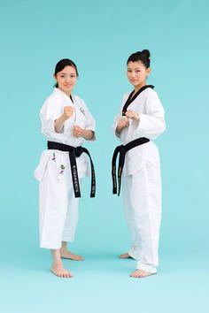 Rika Usami Karate Gold at World Championship in 2012 and Erica Kosahara Taekwondo Silver at Asian Championship 2010 pose for Woman's SHAPE vol.9